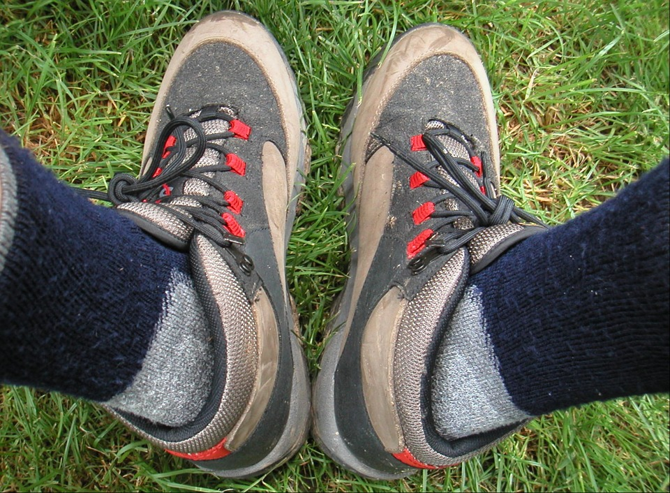 hiking-socks-and-shoes